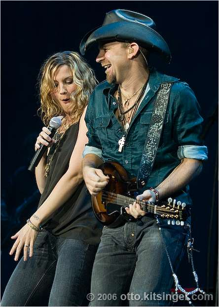 Live concert photo of Sugarland