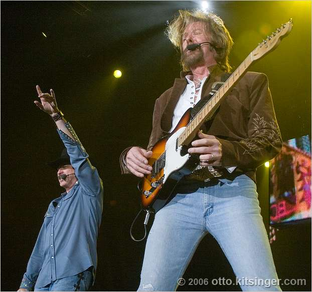 Live concert photo of Brooks and Dunn