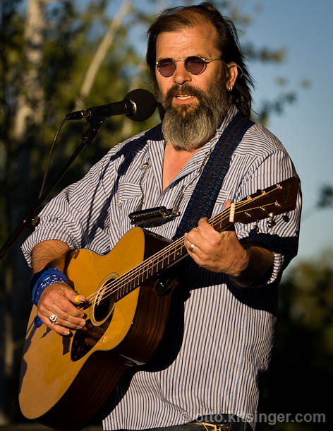 Live concert photo of Steve Earle