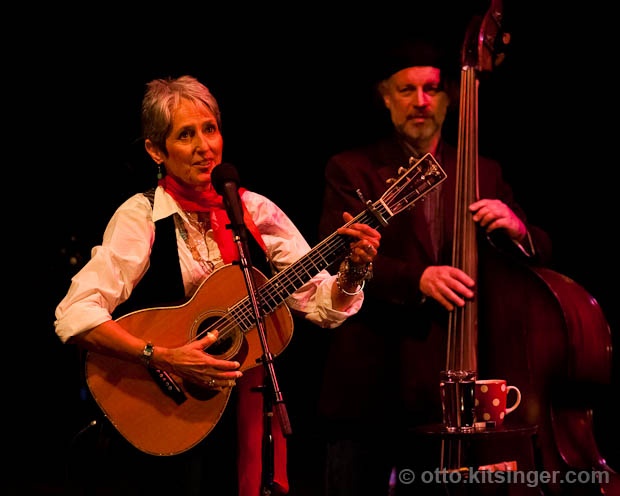 Live concert photo of Joan Baez
