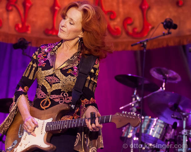 Live concert photo of Bonnie Raitt