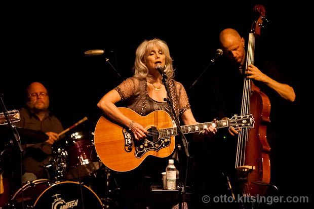 Live concert photo of Emmylou Harris